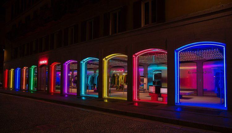 neon vetrine acne studios milano