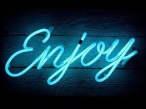 neon-art-personalizzati-scritta-luminosa-muro