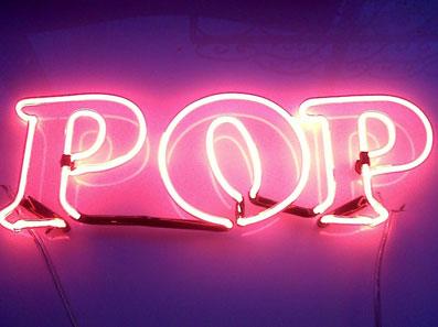 neon-art-personalizzati-scritta-luminosa-stampatello-muro