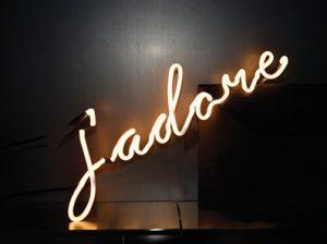 scritta-al-neon-j'adore-neon-art